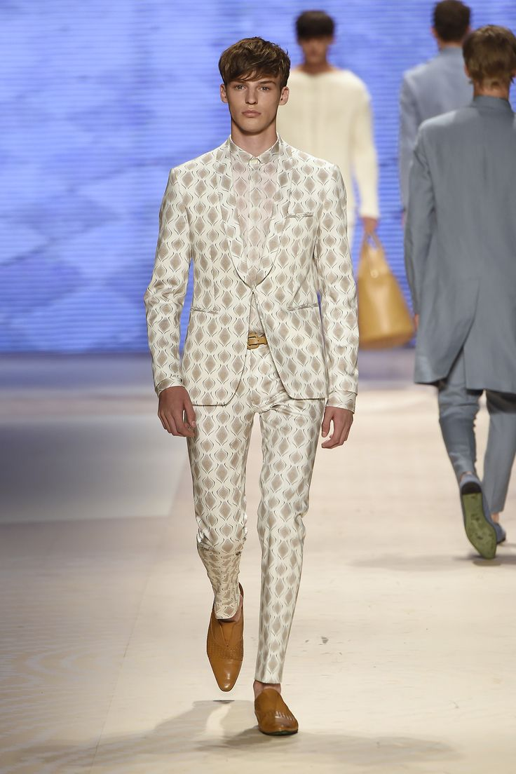 Etro Man Spring Summer 16 Fashion Show Discover more: bit.ly/1eFAj3P