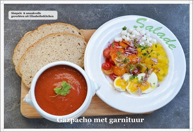 Dit recept is zo simpel, maar zit zo vol met smaak. Althans, wanneer je de juiste tomaten kiest en paprika's. Ik kies standaard voor de zoete puntpaprika's. Geen groene, die zijn niet rijp e