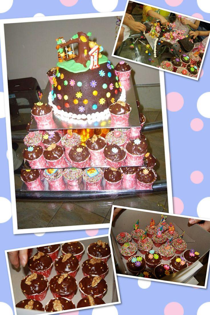 Winnie the Pooh piñata and cupcakes