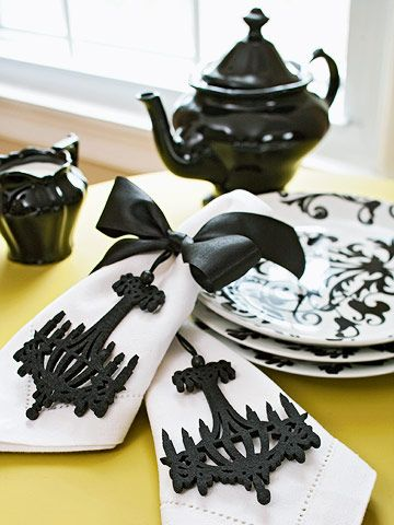 Halloween Party NapkinsHalloween Parties, Tables Sets, Napkins, Black And White, Christmas Tables, Black Teas, Black White, Christmas Decor, Teas Parties
