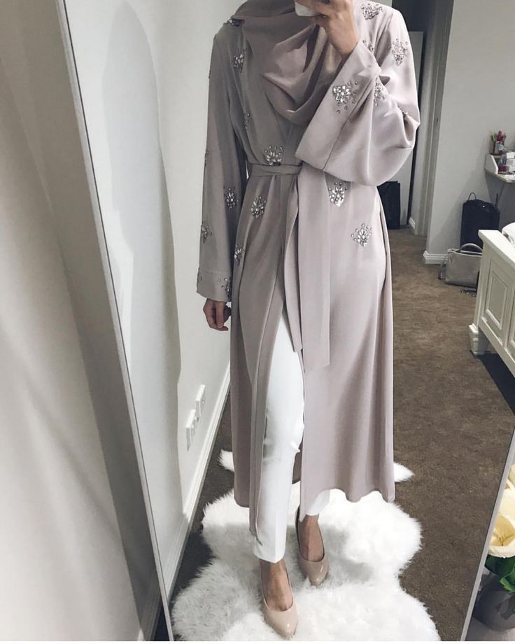 Head to Raya with a little bling in the gorgeous Murjit Cardigan. @modestlifestyleblog chooses the Light Grey Murjit and she's looking fab shop her in three colourways on the site today #poplook link in bio...
