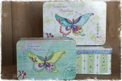Set van 3 brocante opbergblikken met vlinders (kleuren: roze, wit, blauw, groen) #opbergblik #blikken #brocanteblik @janenjuup