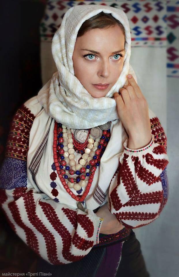 Traditional dress Bukovina, Ukraine Майстерня Треті Півні https://www.facebook.com/TretiPivni/photos/pb.1519751704904192.-2207520000.1415792571./1544568122422550/?type=1&theater