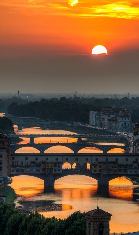 Sunset on Ponte Vecchio and bridges of the River Arno in Florence, Italy • photo: Peppe Torre on Flickr