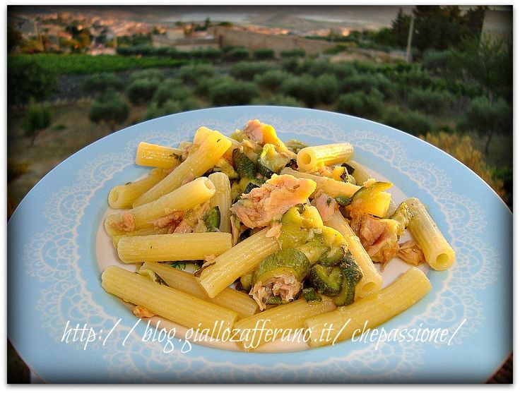 Pasta+con+Zucchine+e+Tonno,+ricetta+light