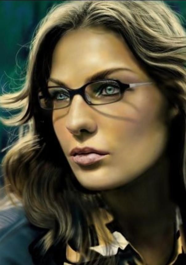 SMINK TIPP, HA SZEMÜVEGES VAGY!Elterjedt az a tévhit, hogy a szemüvegeseknek erősebben kell kifesteniük magukat, mert ha felteszi a szemüveget, akkor a szemüveg ellensúlyozza az erős sminket. Ez nem igaz! A szemüvegeseknek a természetes
