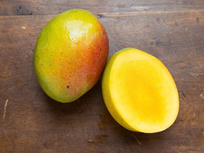 How To Pick The Perfect Ripe Mango Saveur Mango Saveur Mangoes