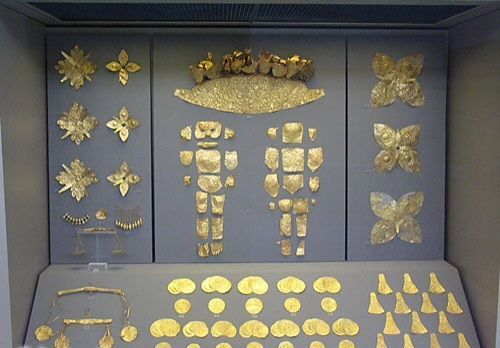 Corredo funebre, ca 1500 a.C., oro a sbalzo, da Micene. Atene, Museo archeologico nazionale