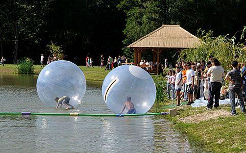 Vízen járás - vagy inkább gurulás? Próbáld ki a vízipuffancsot!