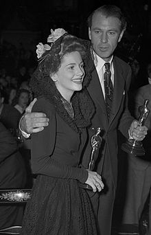 Gary Cooper and Joan Fontaine holding their Oscars at the Academy Awards, 1942.