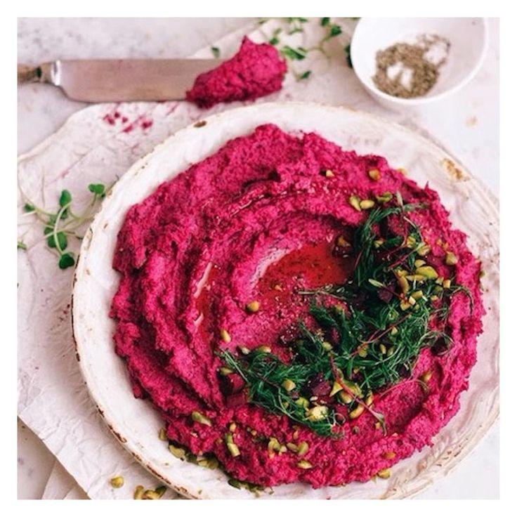 O grão de bico é um excelente alimento para quem digere bem as leguminosas. Aqui algumas variações de sua receita mais famosa, o Hummus: ⠀ ⠀ ⠀ ⠀ ⠀ ⠀ ⠀ ⠀ ⠀ ⠀ ⠀ ⠀ ⠀ ⠀ ⠀ ⠀ ⠀ ⠀ ⠀ • 1 xícara de grão de bico cozido + 1 abacate maduro + 1 pimenta jalapenho + ¼ de folha de coentro + 2 colheres de sopa de suco de limão ⠀ ⠀ ⠀ ⠀ ⠀ ⠀ ⠀ ⠀ ⠀ ⠀ ⠀ ⠀ ⠀ ⠀ ⠀ ⠀ ⠀ ⠀ ⠀ ⠀ ⠀ ⠀ ⠀ ⠀ ⠀ ⠀ ⠀ ⠀ ⠀ ⠀ ⠀ ⠀ ⠀ ⠀ ⠀ ⠀ ⠀ • 1 xícara de grão de bico cozido + ⅓ de tahine + 2 colheres de sopa de pasta de harissa + 2 colheres de sopa…