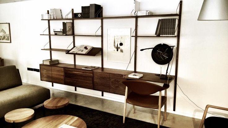 dk3_design_furnitureSeen @mobles_casamitjana in Barcelona/Spanien! Beautiful ❤️ #dk3 #casamitjana #royalsystem #poulcadovius #1948 #plateaucoffeetable #sorenrosestudio #2015 #barcelona #espana www.dk3.dk