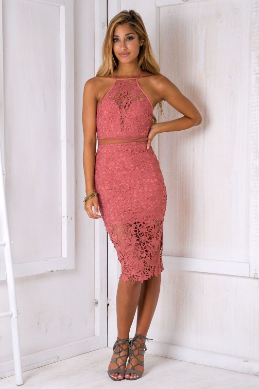 The evening dress is a summer or winter must have! Featuring a body hugging slimming fit, high neckline, sheer mesh panel, lovely lace fabric and sheer hemline. Lace looks Devine teamed up with faux fur so if your in winter we recommend a jacket with nude suede heels!Size 8, Length:117cm/46inches Width:30cm/12inchesPolyester Cold Hand Wash Only Model wears a size 8 Model's height 178cm  Prints may vary Imported A slight variation may occur in colours and size specifications....