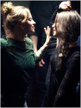 Respire film de Mélanie Laurent avec Lou de Laâge, Joséphine Japy et Isabelle Carré. Charlie, une jeune fille de 17 ans. L'âge des potes, des émois, des convictions, des passions.  Sarah, c'est la nouvelle. Belle, culottée, un parcours, un tempérament. La star immédiate, en somme.  Sarah choisit Charlie