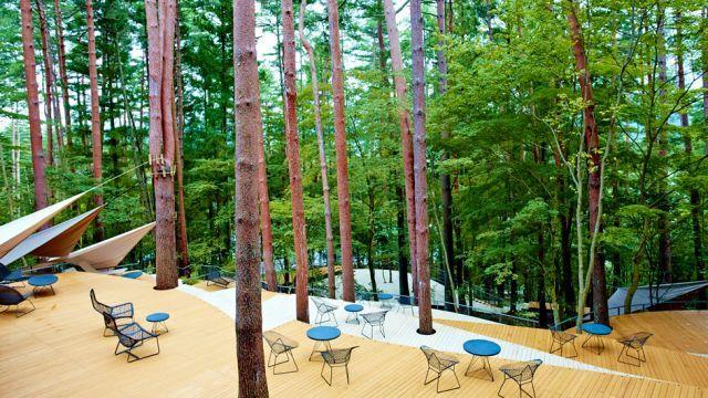 星野リゾートが話題のグランピング専門施設「星のや 富士」を開業。贅沢感がありながら、冒険心をくすぐるキャンプ滞在を体験できます。ラグジュアリーなキャンプをコンセプトに空間、環境、照明を設計。是非、家族やカップルに行ってほしい!