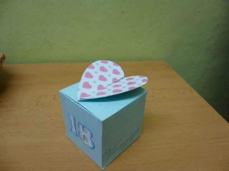 dárková krabička k 18 narozeninám