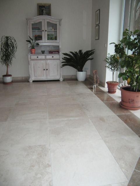 Wohnzimmer Mit Bodenplatten Aus Naturstein Limestone Alabastrino