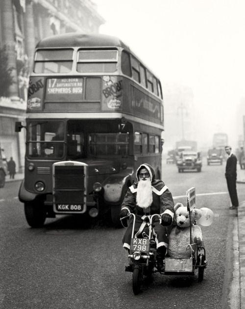 Santa Claus. Oxford Street London 1949.  [::SemAp Twitter ||...