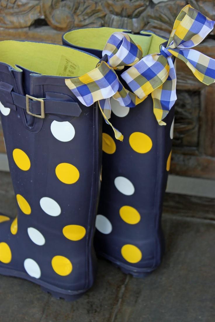Look, Howard Payne colors rain boots!