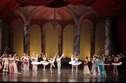 Joi, 21 februrie, de la ora 19.00, la Opera Naţională Bucureşti, balerina de origine japoneză Sena Hidaka, absolventă a Academiei Vaganova din Sankt Petersburg (Rusia), una dintre cele mai renumite şcolide balet din lume, va interpreta pentru prima oară rolul principal feminin Aurora din spectacolul de balet Frumoasa din pădurea adormită de Piotr Ilici Ceaikovski.