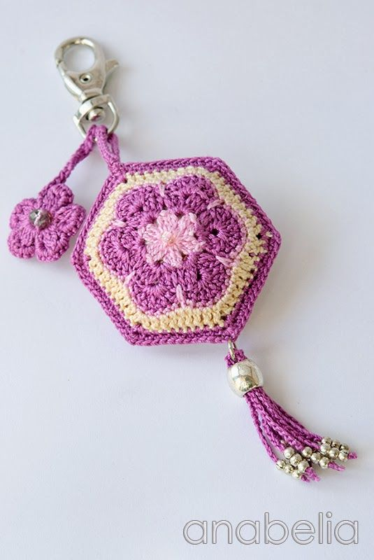 Crochet african flower keychain by Anabelia