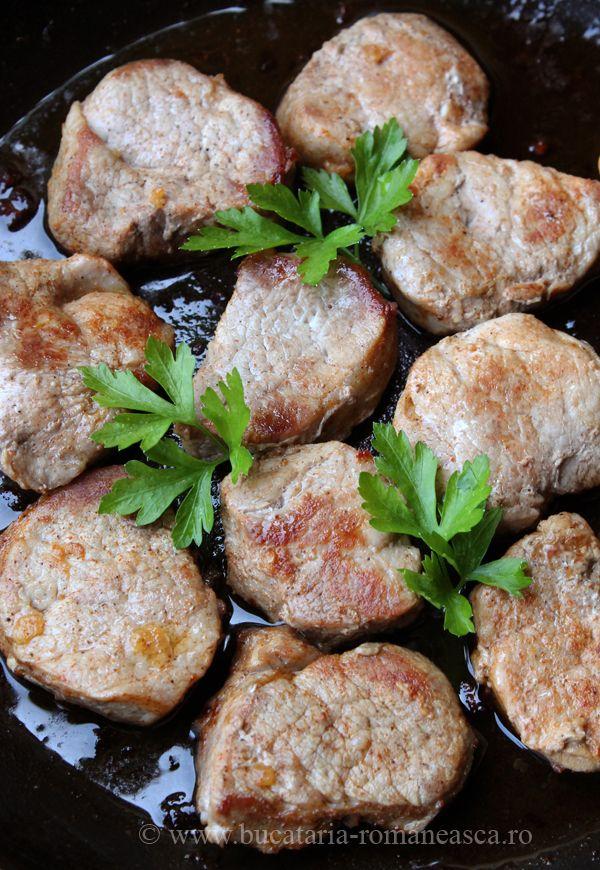 Muschiulet de porc la tigaie http://www.bucataria-romaneasca.ro/retete-culinare/fripturi/muschiulet-de-porc-la-tigaie.html