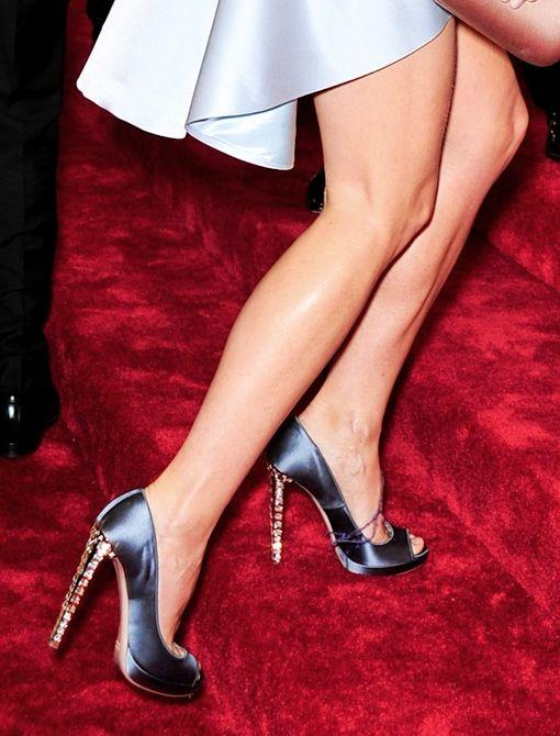 Gwyneth Paltrow in custom-made Miu Miu satin shoes #MetGala