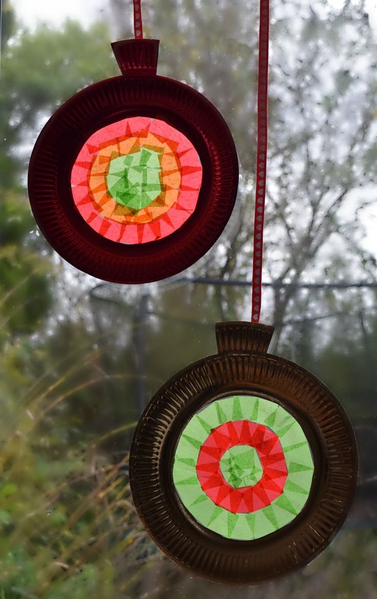 Easy Stained Glass Windows for Christmas - this quick and easy no mess craft is so festive and will soon have your windows looking amazing for Christmas. Perfect for schools, nurseries and playgroups as it is really easy to set up.