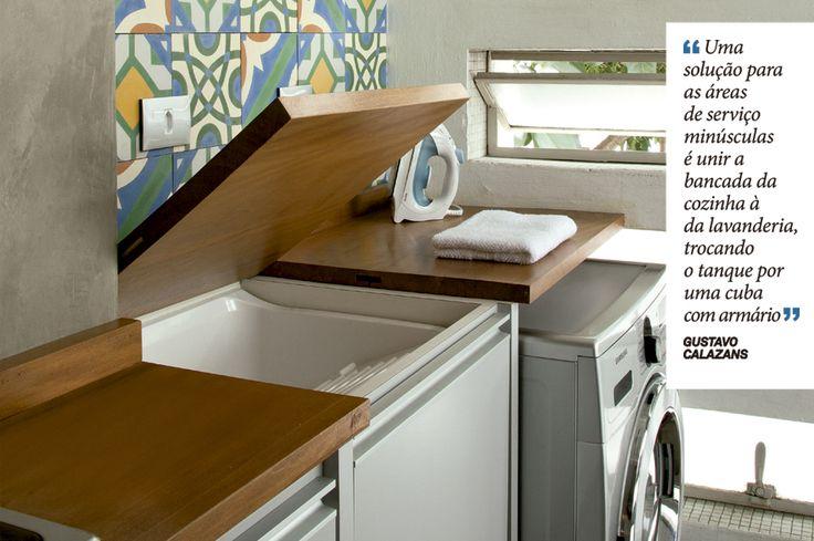 """""""Uma solução para as áreas de serviço minúsculas é unir a bancada da cozinha à da lavanderia trocando o tanque por uma cuba com armário"""" -13 dicas para projetar seu apartamento pequeno - Casa"""