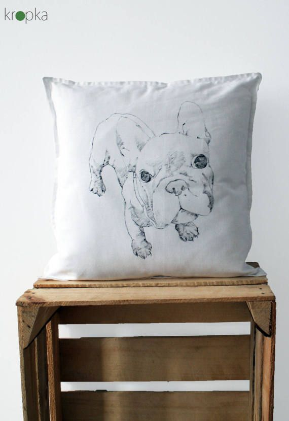 A hand painted dog pillow case made by Kropka.  This product is paint a s a custom order.  Please note: this is NOT a print or a stamp: this is a hand painted item, so every single one is very unique. And that means, that they will be small differences between every single item. I always use non toxic paints, so this product is great for the nursery too.   The pillowcase dimensions are 40x40cm. It has no zipper.  Used materials: water based paints, 100% cotton, thick and soft weaved in…