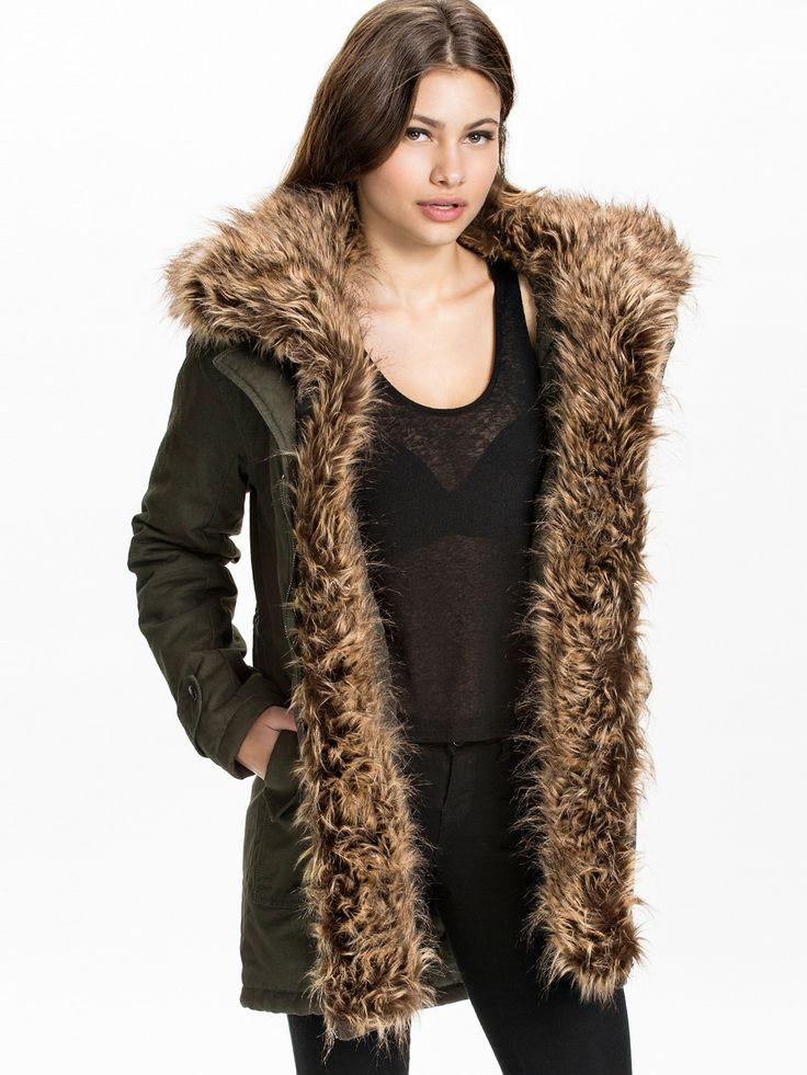 Parka Nelly.com, achat pas cher Fur Parka Nly Trend Vert prix promo Nelly.com 74.95 € TTC.