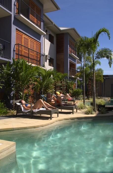 Southern Cross Atrium Apartments features, free parking, 3 outdoor pools, Gym & Sauna, 2 barbeque facilities and a breakfast cafe. #cairns #exploreTNQ http://www.southerncrossapartments.com/#utm_sguid=121485,00112062-7b45-6b52-fac5-d2f60026fd7d
