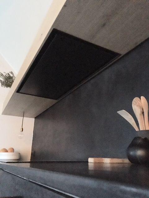 maatwerk keuken door signed elke, zwarte mortex + eik
