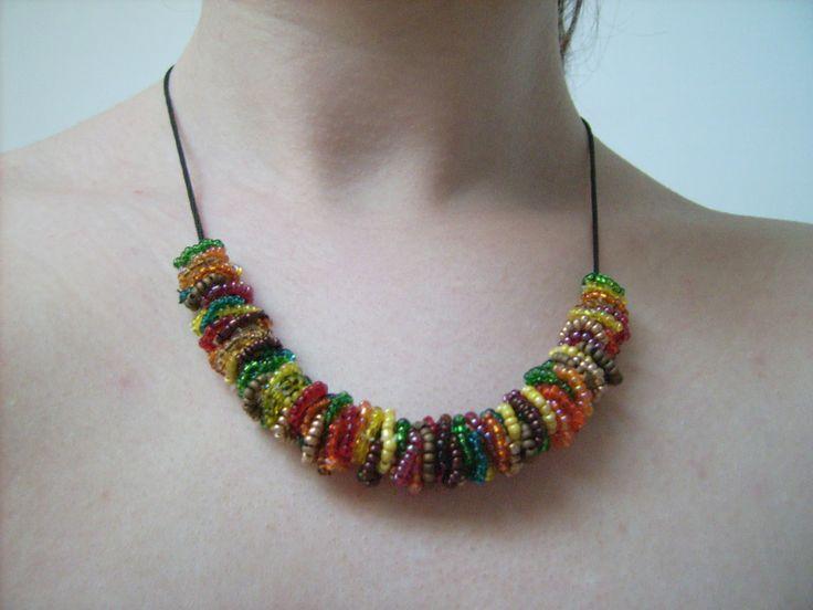 DIY - Colourful necklace http://dianabeautymix.blogspot.ro/2013/04/colier-multicolor.html