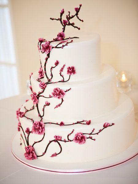 Bolo de casamento com flores decorativas ramo de cerejeira