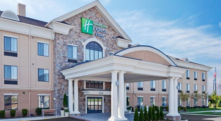 Holiday Inn Express Hotel & Suites Warminster-Horsham Warminster Featuring a heated indoor pool, this Warminster, Pennsylvania hotel is 9 miles from Philadelphia Park Casino. Guest suites include free Wi-Fi and cable TV with the HBO channel.