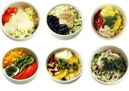 Легкие салаты на скорую руку 1. Нежность Курица, чернослив, яйцо, огурец, грецкий орех, йогурт 2. Эдельвейс Сыр, курица, яйцо, помидор, майонез или сметана 3. Наслажение Курица, ананас, болгарский перец, яблоко 4. Летний Огурец, помидор, перец сладкий, майонез или сметана, зелень 5. Фруктовый Кусочки апельсина, ананаса, груши, яблока, киви, заправленные йогуртом или взбитыми сливками 6. Дивайн Кальмары, яйцо, огурец, рис, лук, майонез или сметана