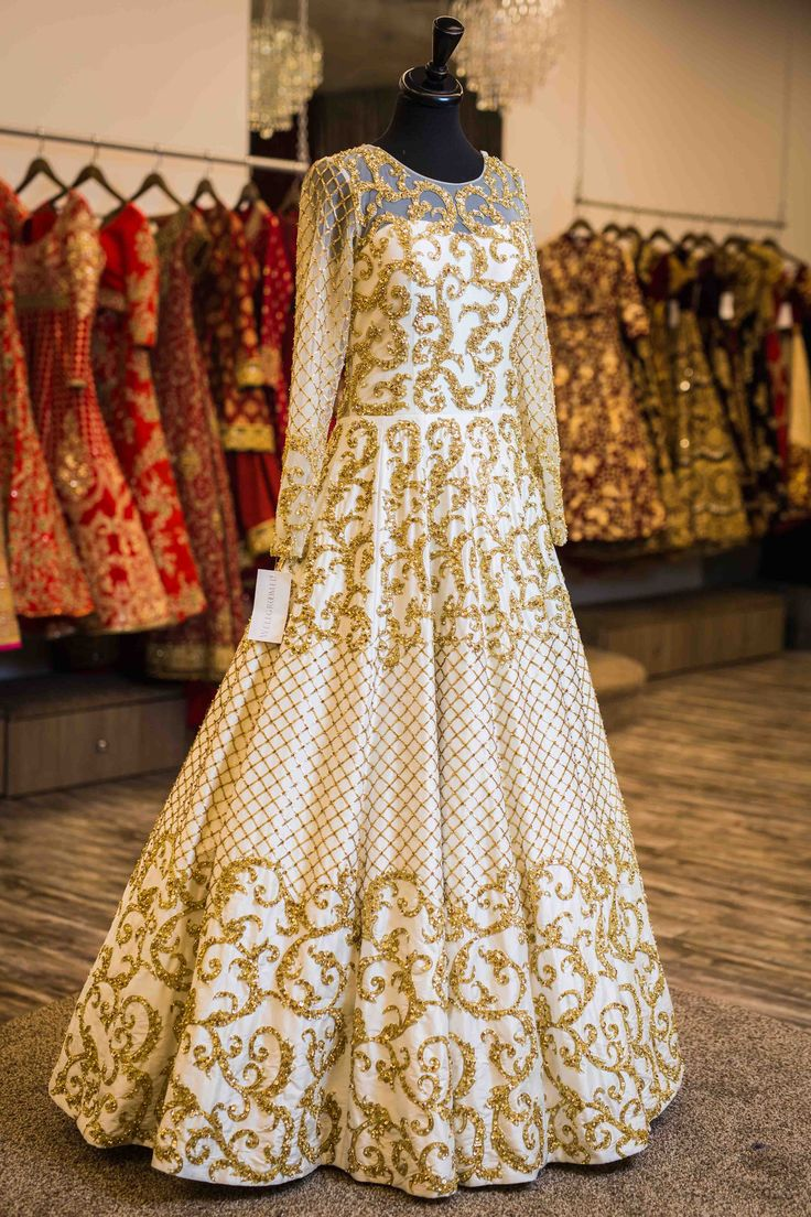 White and gold reception gown.Fully embroidered with sequins and baroque .For this gown mail us contact@ladyselection.com