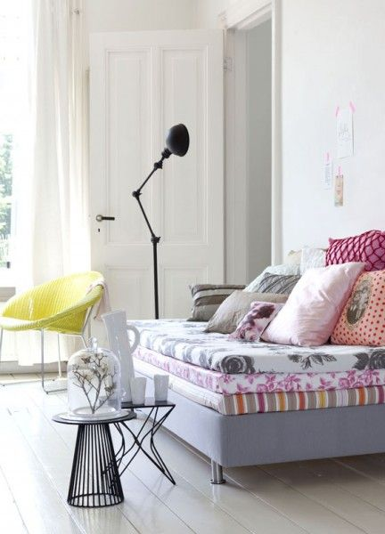 pimpelwit : great idea to make a daybed with mattresses covered with different patterns