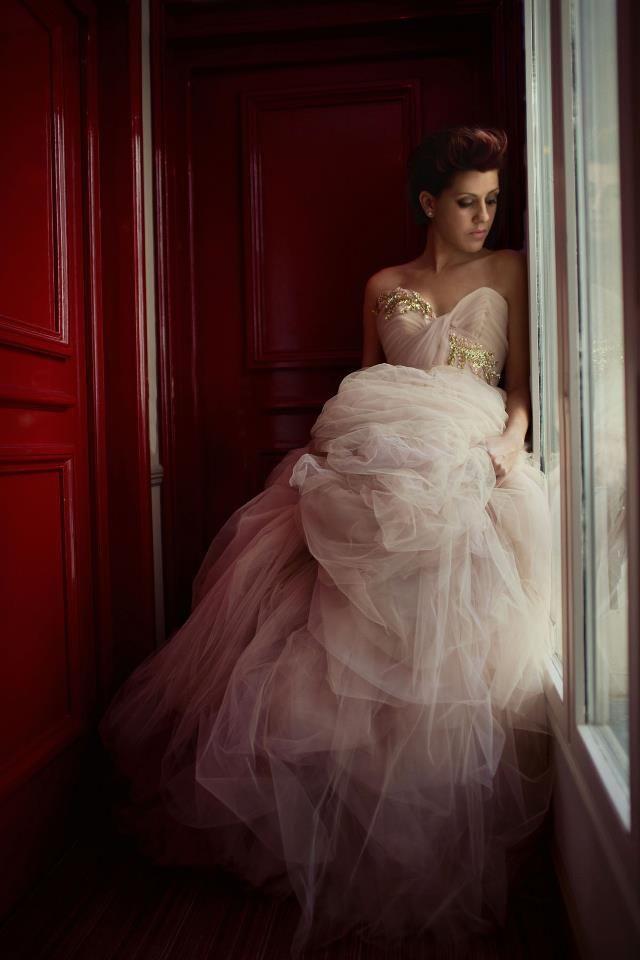 Photo: Sue Bryce, dress Parisian Designer