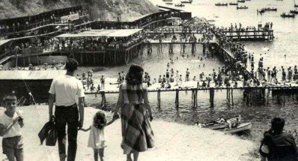 Moda Deniz Hamamı - 1950 ler  Üst tarafı Bomonti çay bahçesi imiş