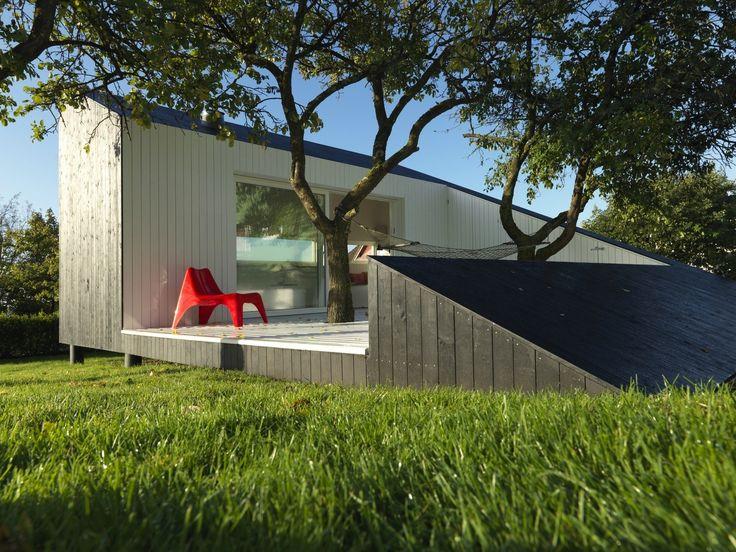 Как да уползотворите ограничената площ на чист въздух, с която разполагате? Създайте си простичка, малка къща за почивка.