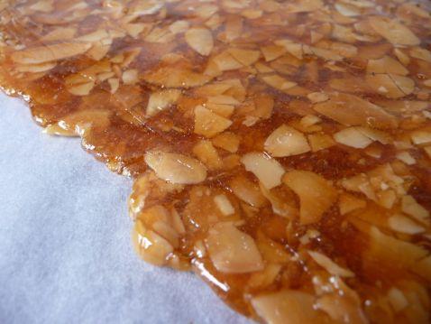 750 grammes vous propose cette recette de cuisine : Nougatine. Recette notée 3.8/5 par 146 votants et 64 commentaires.