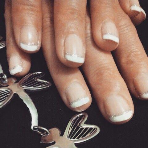 Mani francesa con brillo plateado :)