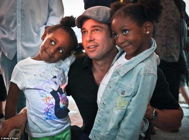 Brad Pitt não pára de nos surpreender com os seus grandes feitos com o objetivo de ajudar quem mais necessita. Em 2005, a passagem do furacão Katrina, em Nova Orleães, causou a morte a quase duas mil pessoas e deixou milhares de desalojados.