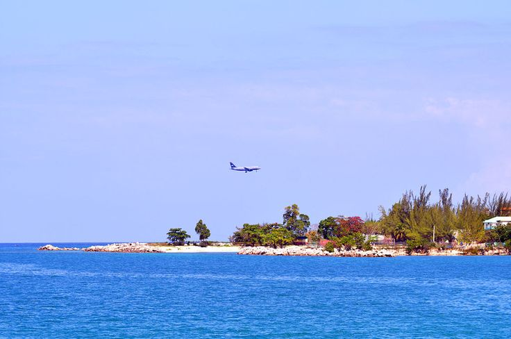 A US Airways aircraft landing at Montego Bay (2013) ◆Jamaica - Wikipedia http://en.wikipedia.org/wiki/Jamaica #Jamaica