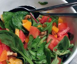 Valnød/peberfrugt salat opskrift