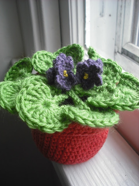 Purple Chair Crochet: The Flower Pot Series No. 03: African Violet -- crochet pattern available, follow the link!
