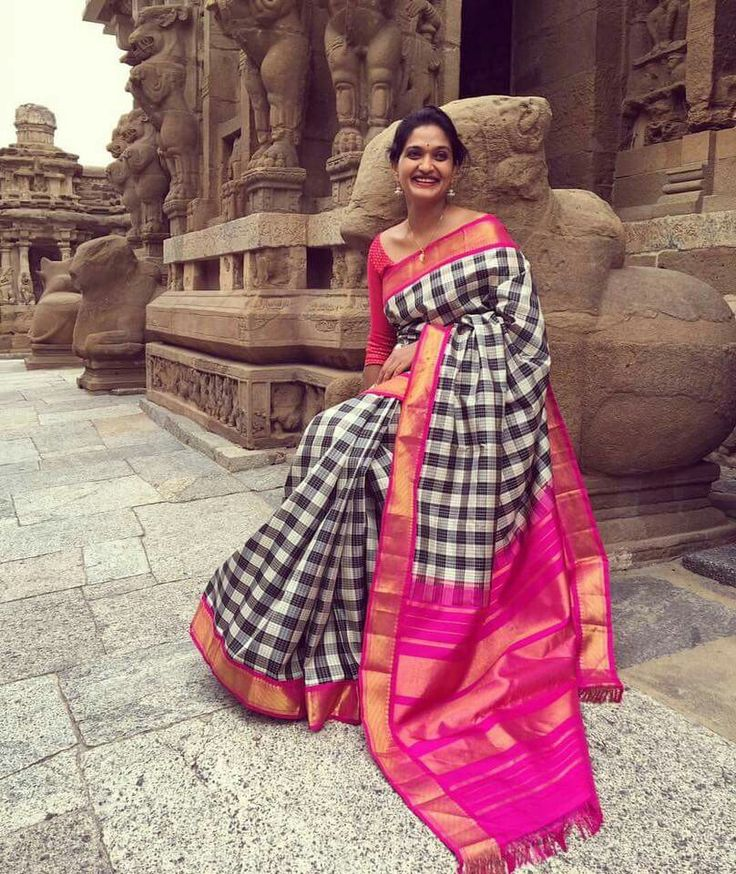 Black and Rose! Nice saree with great color combination :)