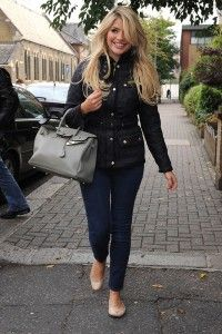Holly looks gorgeous in her BARBOUR JACKET.  Navy quilt jacket, skinnies, nude flats, grey bag